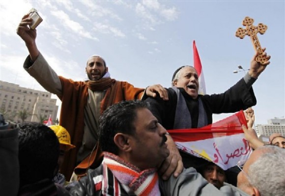 Христиане и мусульмане на площади Тахрир в Египете
